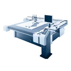 Nog zo'n precieze perfectionist is onze digitale snijmachine. De G3 produceert uw werk economisch, efficiënt en buitengewoon kwalitatief. Wij verwerken op deze machine papier, karton, kunststof, hout acrylaat, dibond, hout en nog vele andere materialen. Een machine die geen genoegen neemt met compromissen.